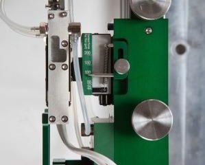 Model 3549 高温炉用伸び計1