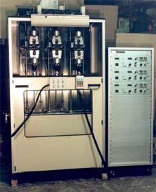 溶剤噴霧器付き3本掛けストレスクラック試験機
