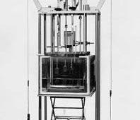 フィルム浸漬槽付きクリープ試験機