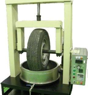 タイヤ据え切り試験機