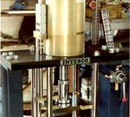 空圧式アスファルト混合物圧縮クリープ試験機